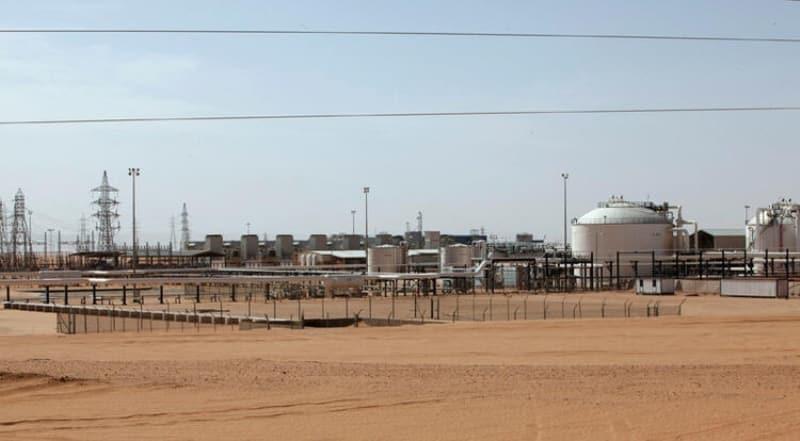 <p>Rus paralı askerler Wagner Grubu, son olarak dün Libya'nın en büyük petrol sahası Şerare'yi ele geçirdi. Birleşmiş Milletler ve uluslararası toplum tarafından kabul edilen Trablus merkezli Ulusal Mutabakat Hükümeti (UMH), Moskova'ya ateş püskürüyor.</p>