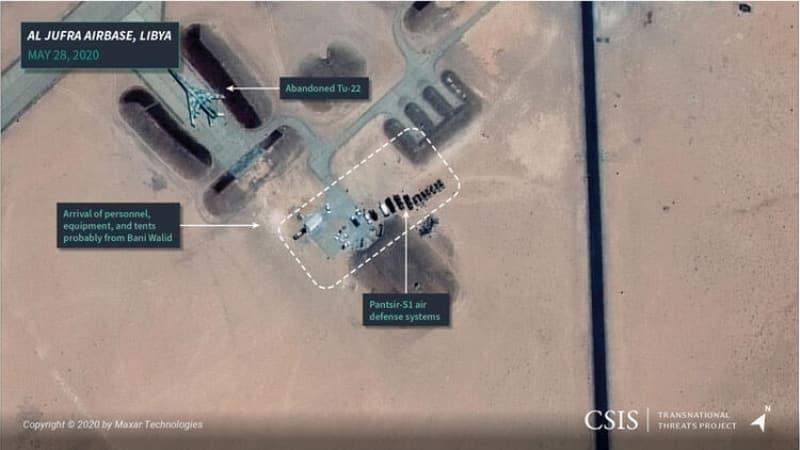 <p>Yine aynı gün çekilen bir başka kare, Türk SİHA'larından kurtarılabilen Pantsir-S1 hava savunma sistemleri ve birçok aracın Cufra'da konuşlandığını ortaya koydu.</p>