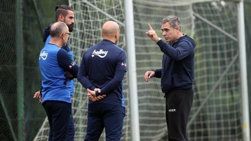 pbFERDÝ KADIOÐLU YILDIZLAÞTI/b/ppMaçýn ilk yarýsýný 2-0 önde kapatan Fenerbahçe'de iki golü de atan genç yýldýz Ferdi Kadýoðlu parýl parýl parladý./p