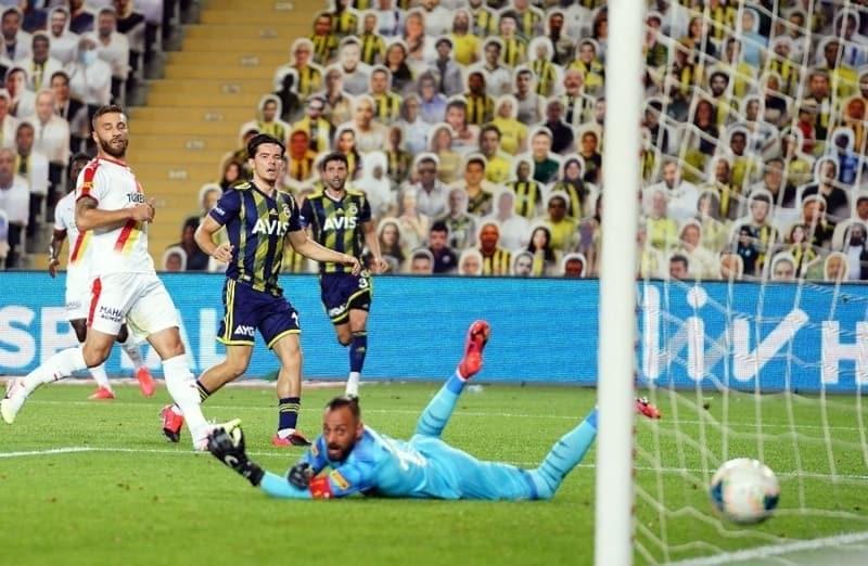 pFerdi Kadýoðlu, Göztepe maçýnda da 2 gol attý ve sosyal medyayý salladý./p