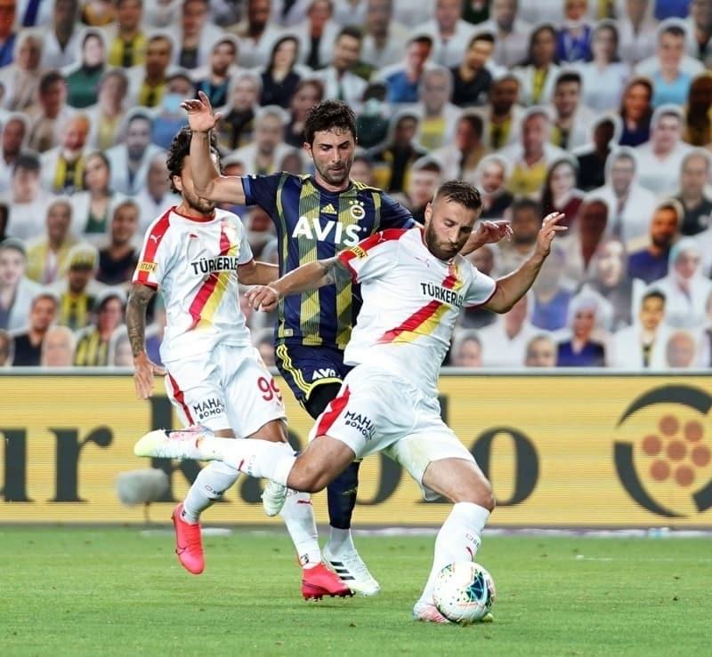 pspan 25. dakikada attýðý golle takýmýný öne geçiren Ferdi Kadýoðlu, 45+2'de müthiþ bir gol atarak adýndan söz ettirdi./spanbr/p