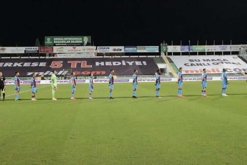 pTrabzonspor ise Denizli deplasmanýnda öne geçmesine raðmen 1-1 berabere kalarak puan farkýný 1'e indirme fýrsatýný tepti./p