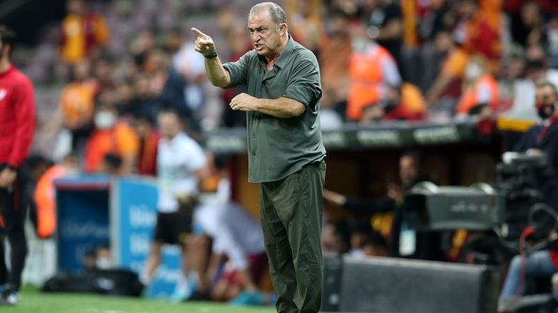 <p><b>TERİM: ÇOK ÜZÜLDÜM, KIRILDIM</b></p><p><br></p><p>Terim, <b>'Futbolda vefa yok. Dün de yok ona da tamam. Biraz vicdanı olan, biraz Galatasaray'ı sevenin dikkatli davranması gerektiğini düşünüyorum. Üzüldüm, kırıldım'</b> ifadelerini kullandı.</p>