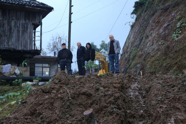 Rize'nin Pazar İlçesi'nde şiddetli yağış sonrası meydana gelen heyelanda yıkılan evinde altında kalan karı koca hayatlarını kaybetti