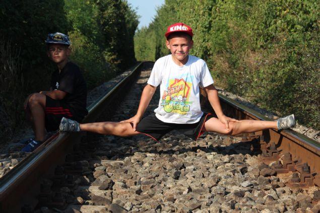 Giuliano ve Claudiu Stroe Kardeşler: Romanya'lı Giuliano ve Claudiu kardeşler sahip oldukları küçük bedenleri ile bir çok jimnastik hareketleri oldukça profesyonel şekilde yapıyor.