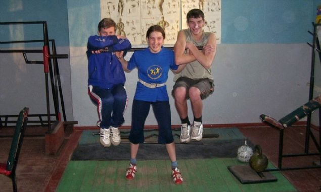 Varya Akulova: Ukraynalı olan 23 yaşındaki Varya Akulova tam 300 kilo kaldırarak Günnes Rekorlar Kitabına adını yazdırdı. 4 yaşından beri antrenman yapan ve sporu hayatının bir parçası yapmış bu kız öyle çok abartı kaslı bir vücuda da sahip değil. Doğuştan normalin üstünde bir güce sahip olduğu düşünülen Varya Akulova yeni rekorlar kırmaya hazırlanıyor.