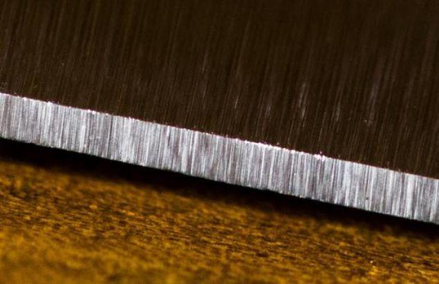Diğerlerinden 2 kat keskin olan bıçağın 5 kat daha uzun ömürlü olduğunu söyleyen Ackerman, 'Bu bıçak 200 yıldır yapılan ilk gerçek icat.' dedi.