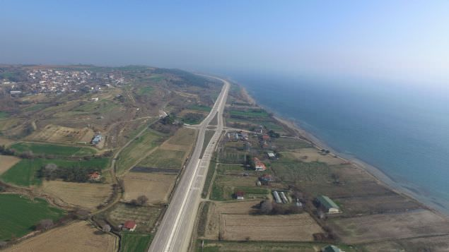 Cumhuriyet'in 100'üncü yılı olan 2023'te açılması planlanan 1915 Çanakkale Köprüsü'nün temeli bugün törenle atıldı.