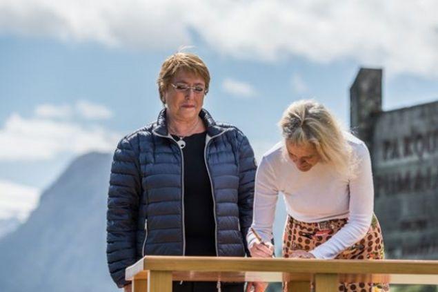 North Face'in kurucusu Doug Tompkins'in karısı Kristine McDivitt Tompkins, Şili'ye bir milyon dönüm arazi bağışladı.