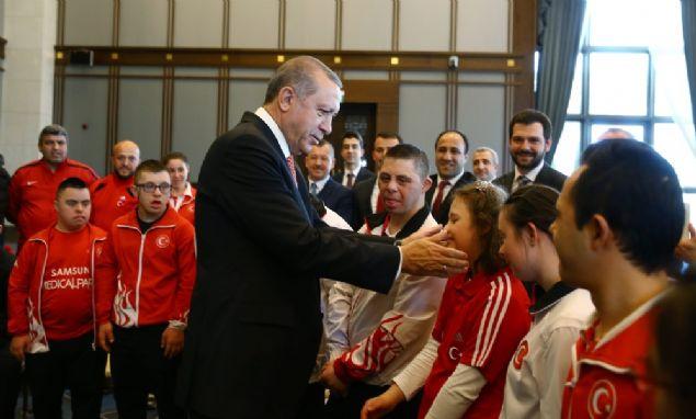 Cumhurbaşkanı Recep Tayyip Erdoğan, 21 Mart Down Sendromu Farkındalık Günü dolayısıyla down sendromlu çocukları Cumhurbaşkanlığı Külliyesi'nde kabul etti.