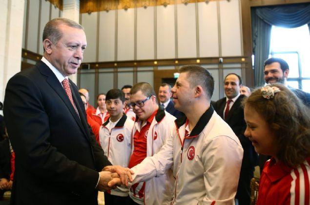 Cumhurbaşkanı Erdoğan, ayrıca sosyal paylaşım sitesi Twitter üzerinden şu notu paylaştı: