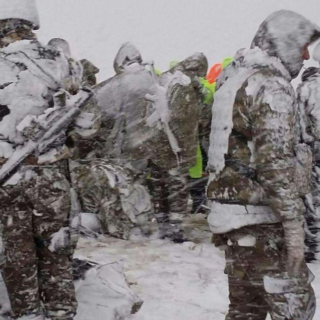Tunceli'nin Pülümür İlçesinde meydana gelen helikopter kazasının ardından ilk yardım ve kurtarma çalışmaları için olay yerine ilk giden AFAD, UMKE, 112 Sağlık Ekipleri, kar ve şiddetli soğuğa aldırmadı.