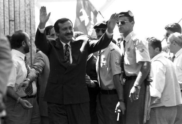 Türkyiye'nin siyaset hayatına girdiği günden bu yana büyük bedeller ödeyerek bugünlere gelen Cumhurbaşkanı Recep Tayyip Erdoğan'ın dünden bugüne fotoğraflarını sizler için derledik.