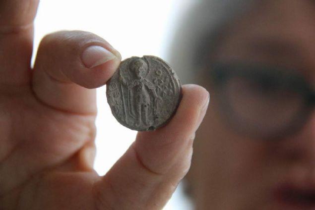 Samsunlu emekli bir öğretmenin, aralarında 16 asırlık mührün de bulunduğu 277 adet son Roma ve Bizans dönemi mühür koleksiyonu hakkında Norveç asıllı sanat tarihçisi tarafından kitap yazılacak. Tarihi belge niteliğindeki koleksiyon, yazılacak kitapla Bizans dönemine ışık tutacak.
