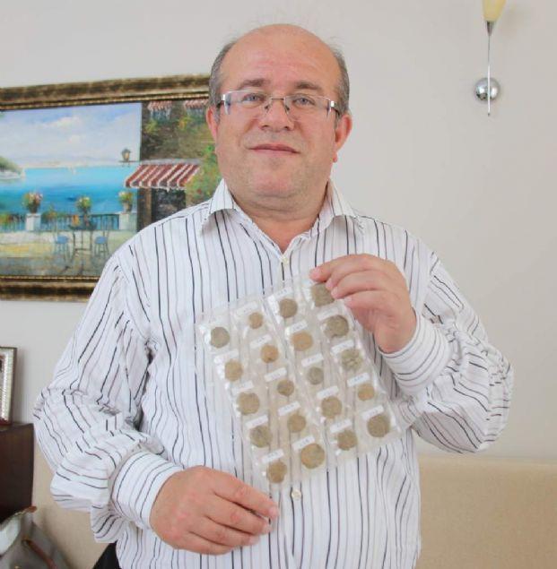 """Adnan Aci'nin mühürleriyle uzun süredir çalışan Sanat Tarihçisi Dr. Vera Bulgurlu, 2018 yılı Ocak basılacak kitabın isminin, """"Adnan Aci Bizans Kurşun Mühürleri Özel Koleksiyonu"""" olacağını sözlerine ekledi."""