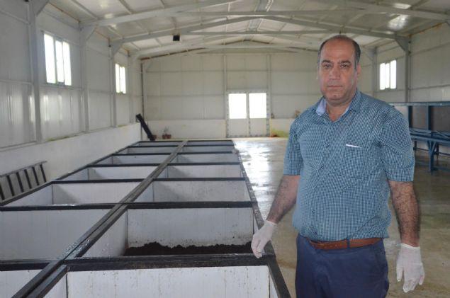 'Solucan gübresi ekili bütün arazilerde kullanılabiliyor. Çevre illerle birlikte, Ordu, Trabzon, Konya Kayseri, Şanlıurfa gibi illere gübre gönderiyoruz. Organik solucan gübresi verimliliği arttırdığı için çok fazla talep var. Talepleri yetiştirmekte zorlanıyoruz. Şimdi, gübre işleme, paketleme ve sıvı gübre üretim tesisi kurmak için hazırlık yapıyoruz. 2017 yılının sonunda fabrikamızı faaliyete geçirip Türkiye çapında bu gübreleri toplayıp, işleyip paketleyerek pazarlamayı düşünüyoruz.