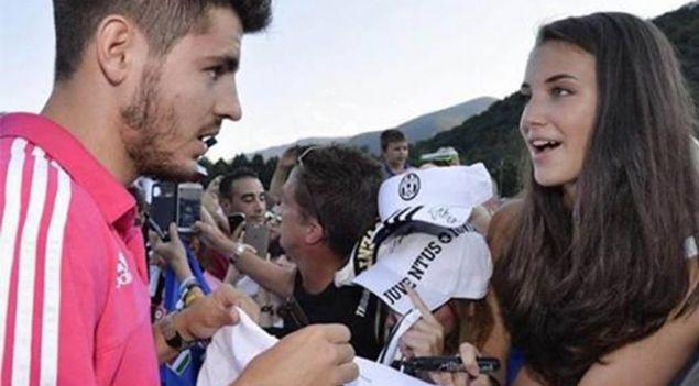 Real Madrid'li yıldız futbolcu kendisinden imza isteyen hayranıyla evlendi