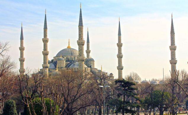 İstanbul'un gözde mabetlerinden, Osmanlı Devleti'nin en büyük miraslarından biri Sultanahmet Camisi.