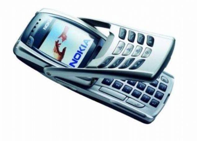 Nokia 6800  2003 yılında satışa sunulan Nokia 6800 hem normal klavye sunuyordu, hem de telefon tuşlamak için rakamların bulunduğu özel bir tuş takımıyla birlikte geliyordu.