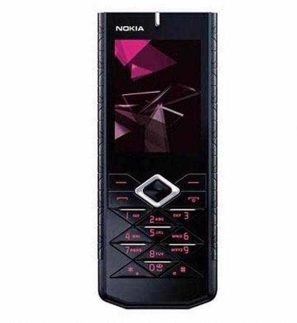 Nokia 7900 Prism  2.5G ağ teknolojisini destekleyen Nokia 7900 Prism, ilginç klavye tasarımıyla dikkat çekiyordu.