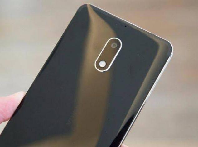 Mat Siyah, Gümüş, Mavi ve Bakır olmak üzere dört renk seçeneği bulunan Nokia 6'nın fiyatı ise 1349 TL...