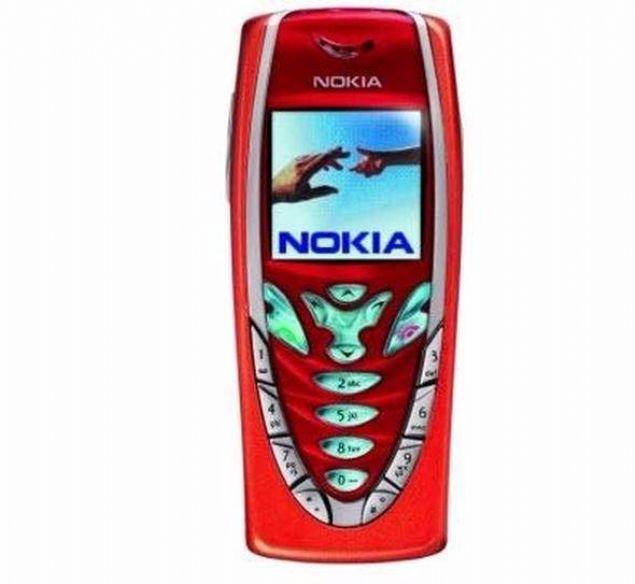 Nokia 7210  Nokia'nın ince tasarıma sahip telefonlarından 7210 aynı zamanda şirketin ilk renkli ekranlı telefonlarından biri. 2002 yılında satışa sunulan cihazın ekran çözünürlüğü 128x128 pikseldi ve ağırlığı 133 gramı buluyordu.