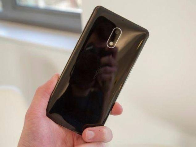 Arka kısımda 16MP'lik bir kameraya sahip olan telefonun ön kamerası ise, 8MP çözünürlük sunuyor.