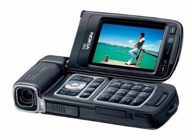 Nokia N93  2006 yılında satışa sunulan Nokia N93, telefon devinin ürettiği N-serisinin ilk modellerinden biri. 90 derece açılan ekranıyla dikkat çeken telefonun kamerası ise 3.15 megapikseldi.