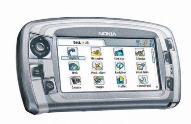 Nokia 7710  Nokia'nın dokunmatik ekranlı telefonlarından Nokia 7710, şirketin ilk dokunmatik ekranlı telefonuydu. Bugünün Lumia 920'sine kıyasla elbette son derece farklı bir yapıdaydı.