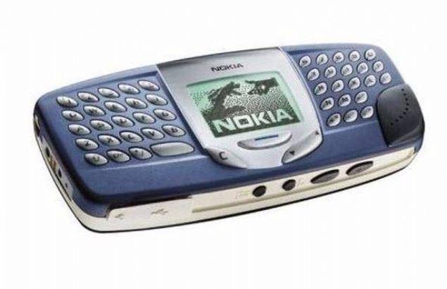 Nokia 5510  Nokia'nın apayrı bir tasarıma sahip olan telefonu 5510 ortadaki monokrom ekranın iki tarafında bulunan klavyesiyle dikkat çekiyordu.