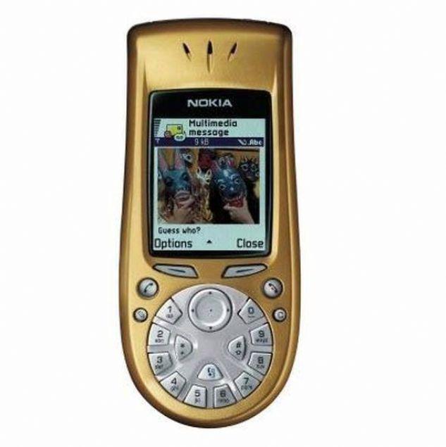 Nokia 3650  Bir başla iş telefonu sınıfına giren Nokia 3650 klavyeyi yeni baştan tasarladığı bir telefonla dikkatleri üzerine çekmişti. 2003 yılında satışa sunulan cihaz Symbian 60 işletim sistemi altında çalışıyordu.