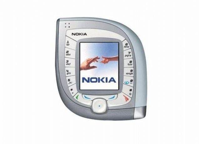 Nokia 7600  Nokia'nın 2G GPRS ağ teknolojisini destekleyen telefonu 7600'ın ekran çözünürlüğü 128x160 pikseldi. Ancak bu telefonu tek elde tutmak neredeyse imkansızdı.