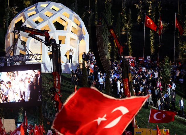 Cumhurbaşkanı Recep Tayyip Erdoğan, 15 Temmuz Şehitler Köprüsünde 'Şehitler Anıtı'nın açılışını yaptı.
