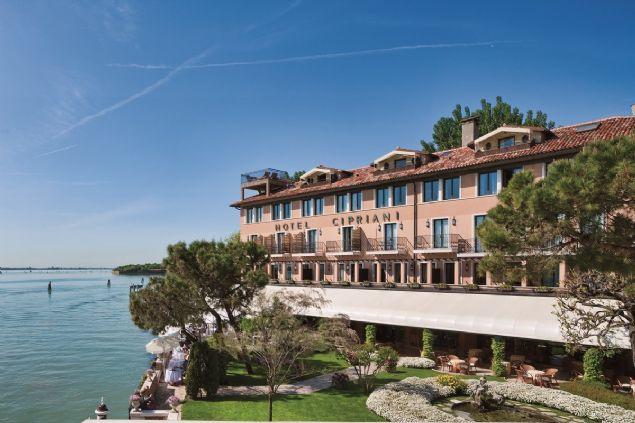 Luxury-Hotels.com adlı web sitesi dünyanın en pahalı 20 otelini açıkladı.Üstelik listedeki bu fiyatlar otellerin en ucuz odalarına ait...  <br><br>     Belmond Hotel Cipriani / İtalya