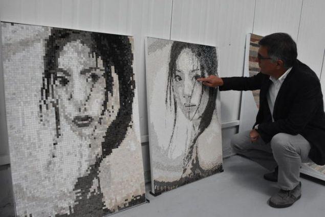 'Sanatçılarla çalışmak bizi farklılaştırdı'  <br><br>     Bilecik'te 1990 yılında kurulan bir madencilik firması, Çin'de 2008'de faaliyete geçirilen fabrikalarıyla birlikte dünyanın dört bir tarafından topladıkları renkli taşlarla yaptıkları mozaikleri, 40'ın üzerinde ülkeye ihraç ediyor