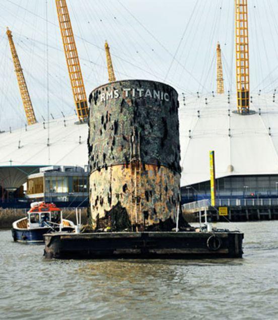 1912 yılında buz dağına çarpıp batan Titanik gemisi enkazından çıkarılan eşyalar şaşırttı.