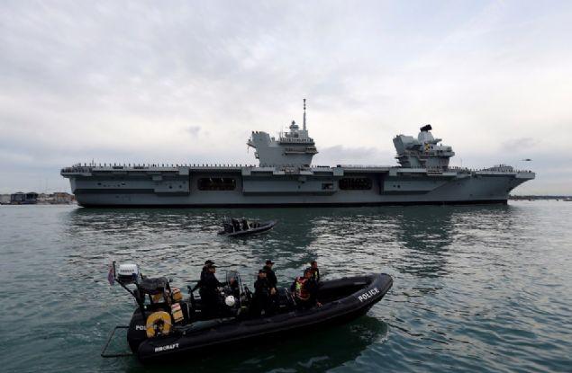 İngiltere'nin en büyük ve en güçlü uçak gemisi 'Kraliçe Elizabeth'in' açık denizdeki testleri tamamlandı.