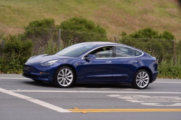 Otomotiv endüstrisinde en önemli gündem maddesi elektrikli otomobiller. Dev firmalar arka arkaya elektrikli modeller konusunda adım atarken, yeni modelleri de piyasaya hazırlıyorlar. Son örnek ise Volkswagen Scirocco. Peki yakın dönemde hangi modeller gelecek? Önümüzdeki 5 yıla kadar piyasaya damga vurması beklenen 13 yeni elektrikli otomobil modeli şöyle: