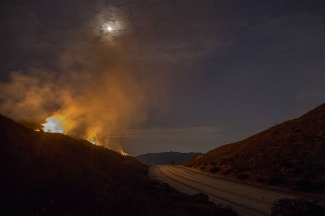 Bir yandan son 50 yılın en güçlü kasırgası Harvey, öbür yandan orman yangınları. ABD'nin ikinci büyük kenti Los Angeles, tarihindeki en büyük yangını yaşıyor.