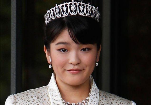 Japon prensesi Mako ünvanını kaybetmek uğruna halktan biriyle nişanlandı