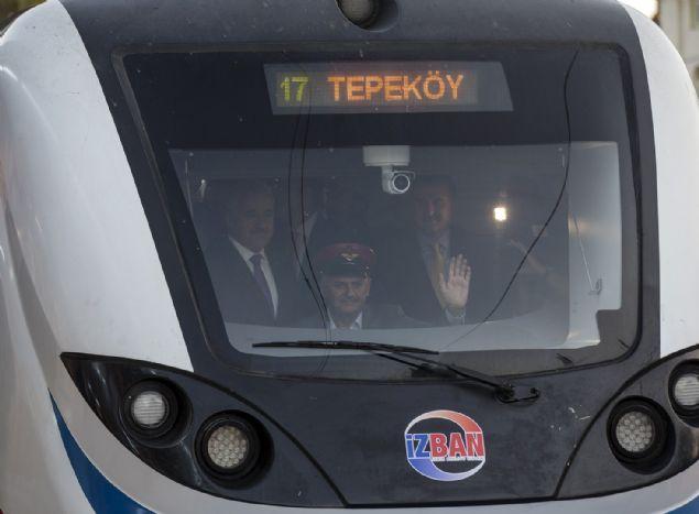 Başbakan Yıldırım, açılış sonrası vatman koltuğuna geçerek tren hattının ilk seferini gerçekleştirdi.