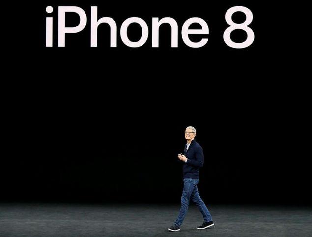 Apple CEO'su Tim Cook, Cupertino'da düzenlenen lansman ile iPhone 8, 10'uncu yıla özel iPhone X ve Apple Watch Series 3 ürünlerini tanıttı.