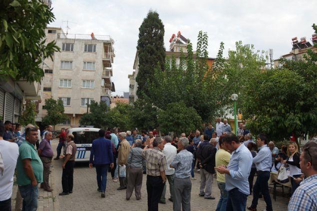 Aydın'ın Efeler ilçesi Meşrutiyet Mahallesi'nde CHP delege seçimi için Yörük Ali Efe Derneğinde öğlen saatlerinde sandık kuruldu. Normal sürecinde seyreden seçimlerde akşam saat 17.10'da sandıklar açılıp, sayım başladı. İddiaya göre seçimde 285 üye imza atıp oy kullanırken, sandıktan 325 oyun çıkması ile ortalık bir anda karıştı. Yaşanan arbede üzerine bölgeye çok sayıda polis sevk edildi. Polis ekipleri partilileri yatıştırmaya çalıştı.