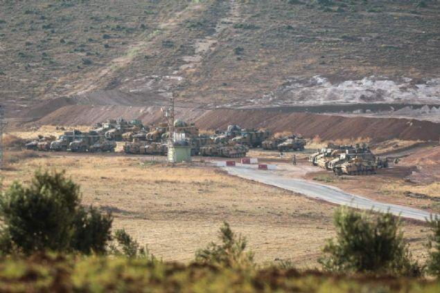 Suriye'nin İdlib kentinde oluşturulan çatışmasızlık bölgesine giden Türk askerleri keşif faaliyetlerine başladı.