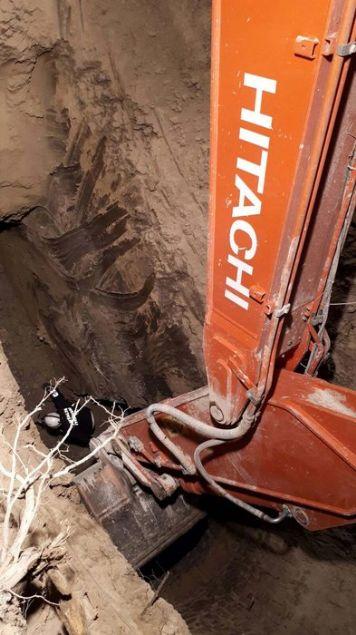 Antalya'da meydana gelen göçük nedeniyle yerin 14 metre altında kalan Şaban Şener ve Eşref Malbant'ın uzun uğraşlar sonucu cesetleri çıkarıldı.