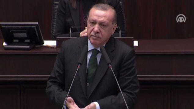 AK Parti grup toplantısında konuşan Cumhurbaşkanı Erdoğan'dan taşeron işçiler ile ilgili müjdeli açıklama geldi.