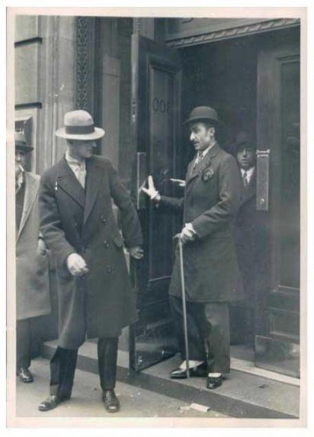 Kakelo, kendisini 'Kürt prensi' diye tanıtıp eğlenmiş. Kakelo meselesi 1922'den 1932 yılına kadar tüm dünyaya nam salmış ve o gününün gazetelerine konu olmuştur.