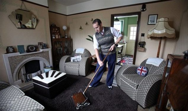 İngiltere'de, kendi evinde 1946'daymış gibi yaşayan ve giyinen bir İngiliz'in sıradışı hayat hikayesi...