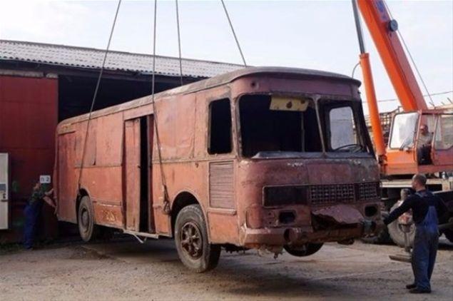 Eski araçseverlerin bile tanımakta zorlanacağı bu araç, hurdadan daha beter bir hale gelmiş Liaz-677.