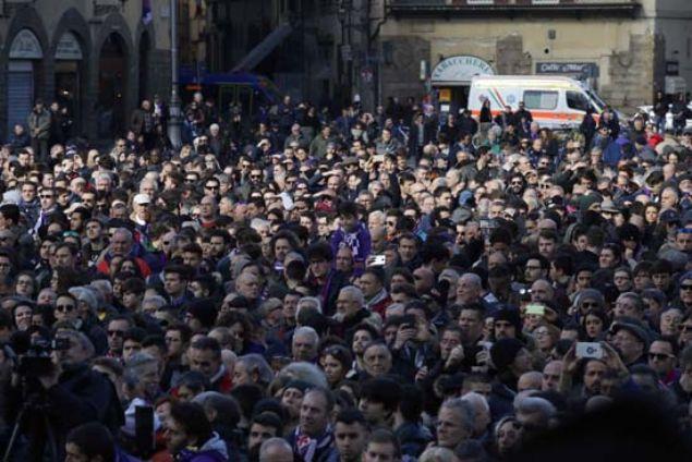 Fiorentina kaptanı, milli oyuncu Davide Astori, pazar günü otel odasında uykudayken kalbinin durması sonucu hayatını kaybetmişti.
